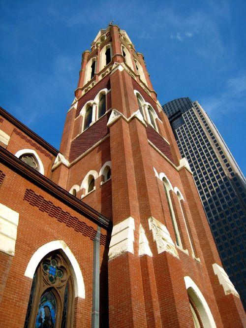 architektūra,pastatai,istorinis,šiuolaikiška,senas,naujas,dangoraižis,miesto,centro,miestas,katedros šventovė,Guadalupės grybai,raudona plyta,spire,religinis,katedros bažnyčia,romėnų katalikų vyskupija,Dallas,texas,usa,meno rajonas