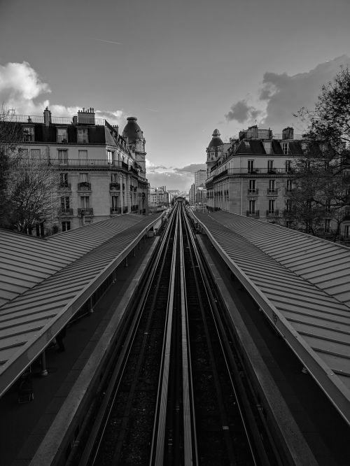 architektūra,miestas,transportas,lauke,horizontalus,miesto kraštovaizdis,metro,gatvė,paris,france,miesto,rajonas,miesto aplinka,bėgiai,pastatas,miesto planavimas