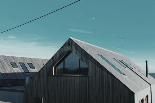 architektūra,stogas,šiuolaikiška,pastatas,stogo konstrukcija,statyba,turtas,namo eksterjeras,gyvenamasis,nuosavybė,stogas,plėtra,gyvenamasis namas,dizainas,struktūra,remontas,stogo remontas,pastato konstrukcija,eksterjeras,namas,investavimas,ant stogo