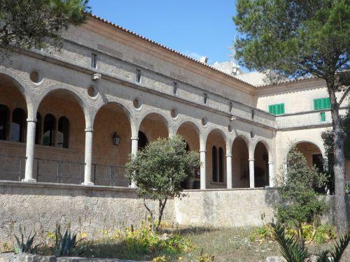 arka,arkos,arka,vienuolynas,vienuolynas,padengtas,architektūra,kiemas,krikščionybė,Ispanija,pastatas,Maljorka,vienuolyno sodas,keisti,istoriškai,piligrimystės vieta,apvali arka,arcade