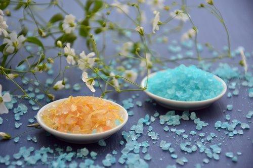 aromaterapija, SPA, jūros druska, sveikatingumo, natūralus produktas, terapija, atsipalaidavimas, mėlyna druska, apelsinų druska, kristalai, Gypsophila, baltos gėlės, alternatyvos, aromatinis