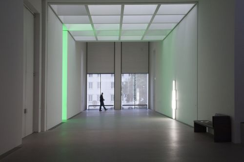 meno galerija,šiuolaikinių paveikslų galerija,Munich,dan flavin,architektūra,lankytojai