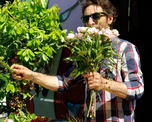 amatininkas,floristas,puokštė,gėlės