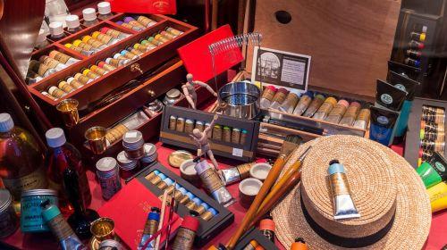 meno dažai,reikmenys,spalvos,nustatyti,Manekenas,rodyti,buteliai,vamzdeliai,šepečiai,skrybėlę,kūrybingas,dailininkas,dažymas,amatų,hobis