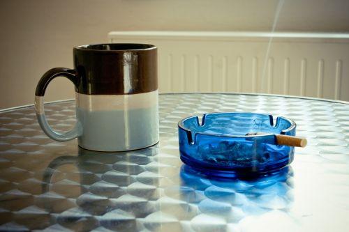 peleninė,kavos pertraukėlė,dūmų pertrauka,cigarečių,taurė,stalas,kava,pertrauka,biuras,darbas,užkandis,dūmai,rūkymas