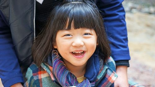 asija,Kinija,mergaitės,juoktis,laimingas,susijaudinęs,mielas,saldus,garsiai juoktis