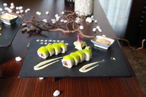 asian food,sushi,asian,japanese,restoranas,ryžiai,Japonija,lašiša,kultūra,Wasabi,tradicinis