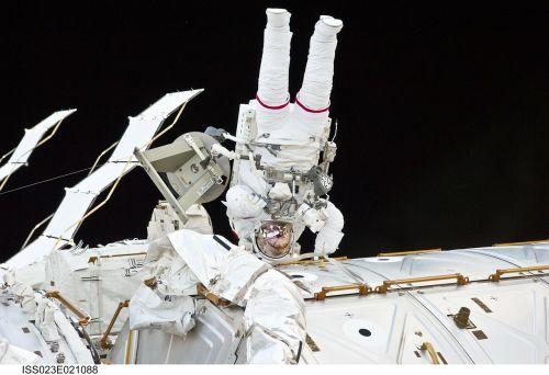 astronautas,Tarptautinė kosminė stotis,iss,kosmoso kostiumas,kostiumas,kosmoso eismas,kosmosas,astronautika,NASA,kosmonautika,kosminis skrydis,kosmoso kelionės,kosmosas