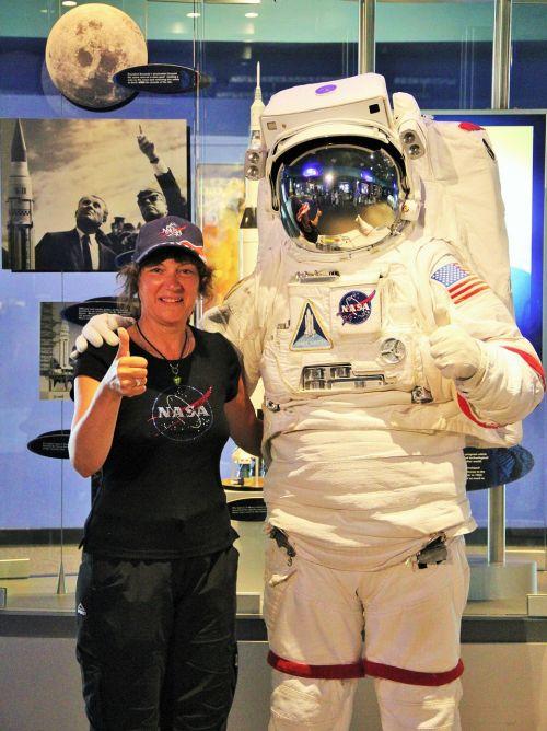 astronautas ir astronautas,nasa,kostiumo kostiumas,astronautas,kosmoso kelionės,NASA,aviacija,kosmonautas kostiumas,Kennedžio kosmoso centras