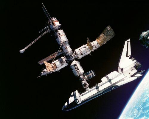 Atlantis erdvėlaivis,Rusijos kosminė stotis,mir,prijungtas,prijungtas,astronautai,kosmonautai,soyuz kosmoso laivas,bendradarbiavimas,technologija,erdvėlaivis,orbita,kosmosas,erdvėlaivis