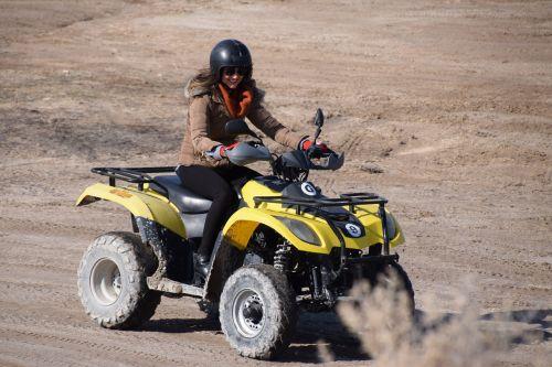 ATV,dykumos pavara,purvas,nuotykis,variklis