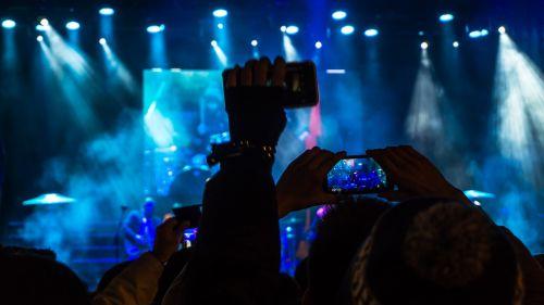 auditorija,grupė,blur,šventė,Mobilusis telefonas,klubas,koncertas,minios,energija,festivalis,šviesa,žibintai,muzika,muzikantas,vakarėlis,žmonės,spektaklis,poilsis,Rodyti,dainininkė,žiūrovai,prožektorius,etapas