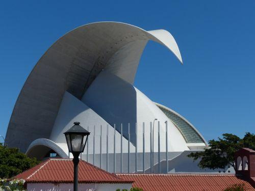 auditorius Tenerifė,Tenerifės auditorija,salė,auditorija,kongresų salė,koncertų salė,architektūra,pastatas,santa cruz,Tenerifė,Kanarų salos,balta,Santa Cruz de Tenerife,avangardo,dizainas,Santiago Calatrava,orientyras,salos kapitalas,stogas,puiku,sulenktas