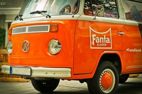 automatinis,vw,vw autobusas,transporto priemonė,senas,oldtimer,klasikinis,automobiliai,volkswagen vw,Volkswagen,vw bulli,bulli,kultas,linksma,autobusas,nostalgiškas,kultišas,vintage,oranžinė,retro