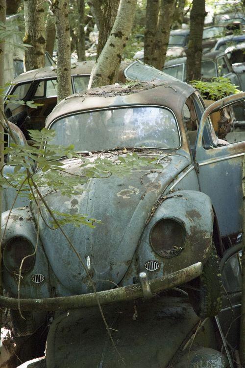 automatinis,automobilių kapinės,oldtimer,nerūdijantis,nerūdijantis karre,junkyard,metalo laužas,nostalgija,nuolaužos,laužas,metalo laužas,rūdys,rusted,automobilio avarija,laužas