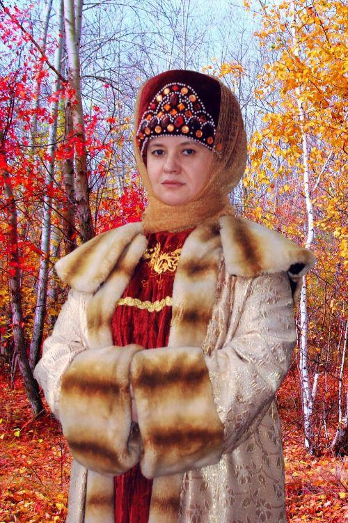 ruduo,miškas,rudens miškas,moteris,rudens lapai,listopad,gamta,aukso ruduo,geltonieji lapai,medžiai,moteriškas portretas,Lady,aiški rudens diena,Iš arti,auksinis,geltona,beržas,rudens lapas,šviesus,raudonos lapeliai