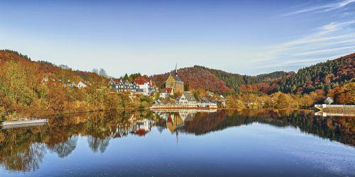 ruduo,vanduo,kaimas,kraštovaizdis,ežeras,vandens atspindys,panorama,aukso ruduo