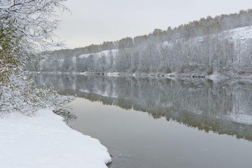 ruduo,kraštovaizdis,diena,gamta,medžiai,kelionė,vaizdingas,dangus,Rusija,Siberija,vanduo,sniegas,papludimys,ramybė,upė jin