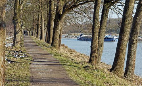 alėja,vilkikas,dortmund ems kanalas,federalinis vandens kelias,winterspaziergang,sniego grotelės,ąžuolo,motorlaivis,dek,vidaus vandens kelių transportas,vidaus vandenų keliais,žievė,Münsterland
