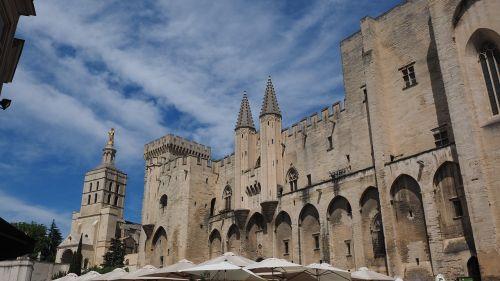Avignon,palais des papes,miestas,centro,miesto gyvenimas,france,pastatas,architektūra,lankytinos vietos,turistų atrakcijos,įvedimas,į pietus nuo Prancūzijos,orientyras,katedra notre-dame-des-doms,avinjono katedra,katedra,romėnų katalikų katedra,romėnų katalikų arkivyskupija,romėnų katalikų arkivyskupija avignon,jaunosios mari statula,statula,Mergelė Marija,auksinis,auksinė statula