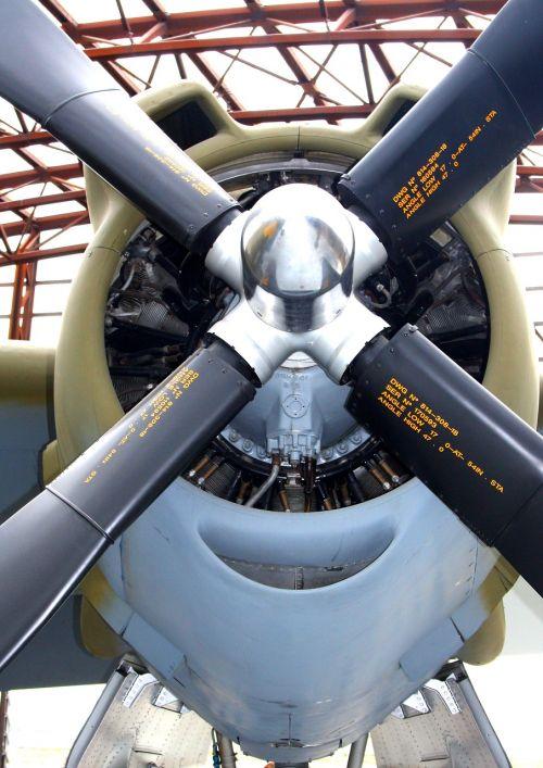 b 26,marauder,radialinis variklis,rotoriaus geležtės,orlaivis,variklis,variklis,rotorius,technologija,propelerio plokštuma