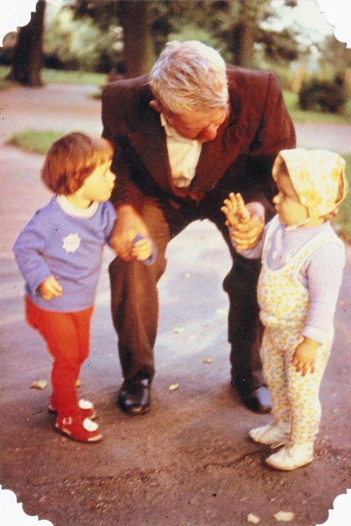 kūdikiai, kalbėti, vaikai, vaikai, senelis, vaikščioti, kūdikiai kalba