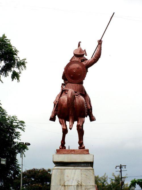 bajirao peshwa statula,Pune turizmas,Maharashtra turizmas,Indijos turizmas,vietos Pune,šaniwar wada,turizmas,kario statula