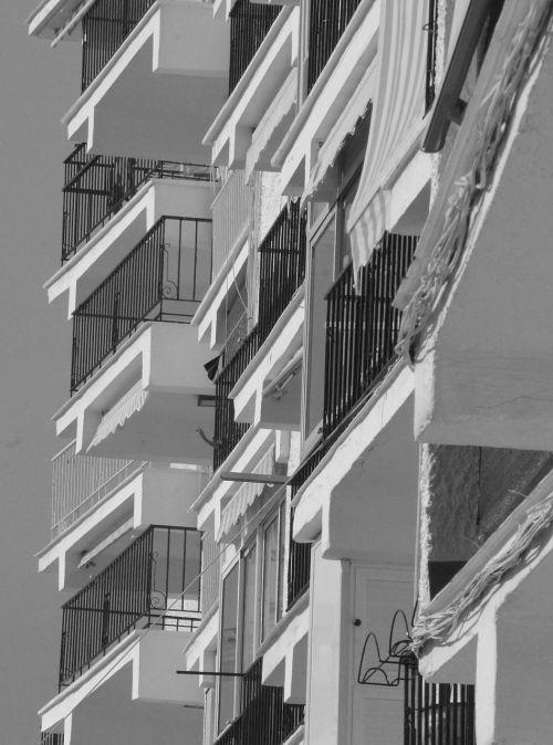 balkonai,pastatai,namai,langas,modernus pastatas,miestas,gatvė,namai,juoda balta,apartamentai,ispanų namai,poilsio namai,butas