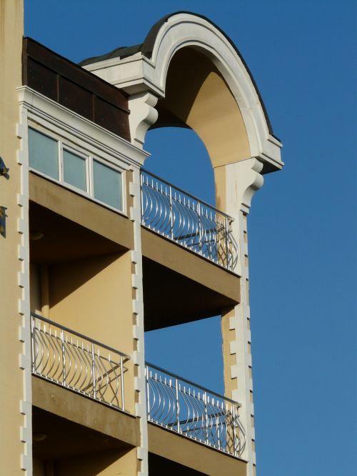 balkonas,namai,pastatas,architektūra,tinklelis,apvali arka,arka,gyventi,vila,fasadas,tinkas