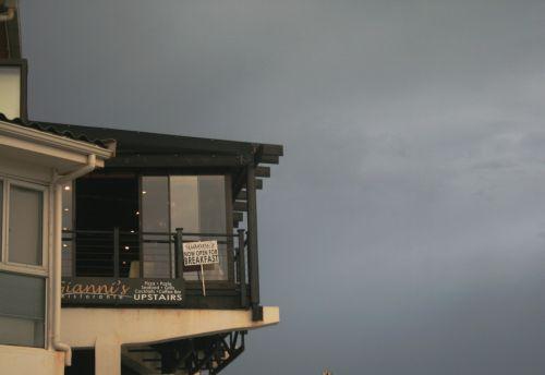 pastatas, balkonas, dangus, žiaurus, tamsi, balkonas prieš dangų