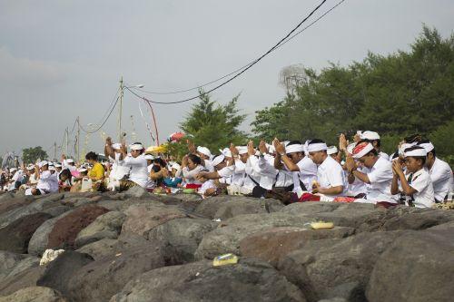 Balinese,ceremonija,bali,tradicinis,kultūra,anglų kalba,religija,ceremonija,žmonės,asian,apdaila,etninis,tradicija,šventykla,kostiumas,atostogos,hindu,kelionės,ubud,festivalis,moteris,religinis,suknelė,ritualai,asmuo,dvasia,tyla diena,caka naujieji metai,vietiniai,gėlė,žmogus,siūlyti,tyla,sala,hinduizmas,diena,šventė,bali sala,bali kultūra,Balinese tradicija,Balinese kultūra,Balinese menas,melasti ceremonija,melasti,seminyak,galungan,Induistų šventa diena,Balio atostogos,Balio tradicija,dievų sala,senelis,jauni žmonės,meilės kultūra,melasto ceremonija,nyepi,šokti,denpasar,dievas