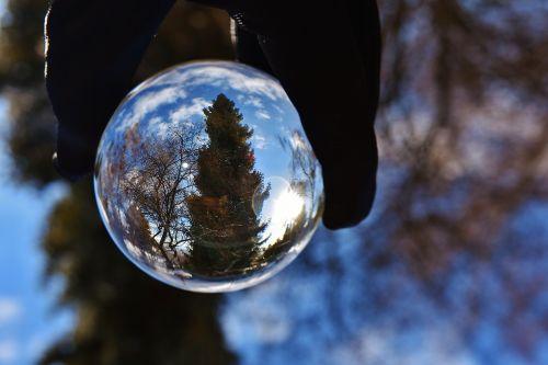 rutulys,dangus,mėlynas,veidrodis,skaidrus,medžiai,debesys,stiklo rutulys