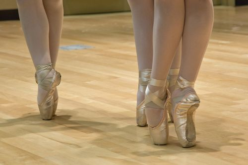 baleto batai,balerina,šokis,balansas,pėdos,kelti,lankstumas,pirštas