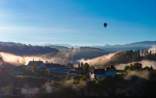 balionas,miestas,kaimas,Miestas,nuostabus,jaukus,jaukus,migla,kraštovaizdis,Europa,kalvos,kalnai