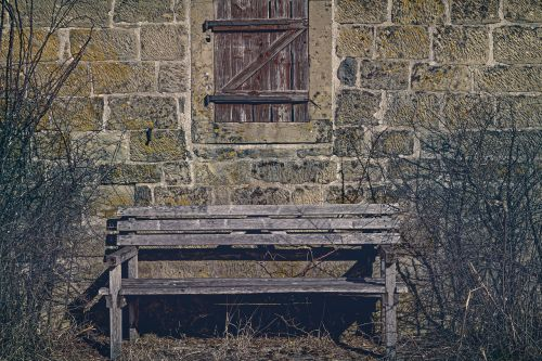 bankas,medinis stendas,mediniai langai,fasadas,senas,langas,siena,ramybės pagrindas,senas stendas,romantika,out,tylus,poilsis,takas,poilsio vieta,sodas,skaityti,sėdėti,senas medinis stendas,mediena,ištemptas,sodo stendas,suolai,taika,spustelėkite,sėdynė,stendas,gamta