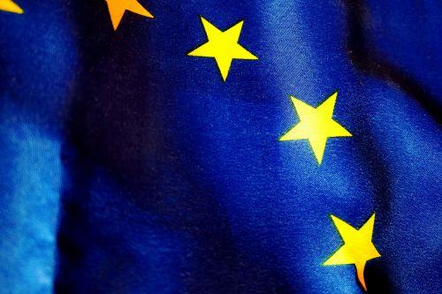 reklama,mėlynas,euro vėliava,Europa,Europos vėliava,eu vėliava,vėliavos ir vimpelai,vėliava,dangus,standartas,skaidrus,vakaruose,vėjas,personažai