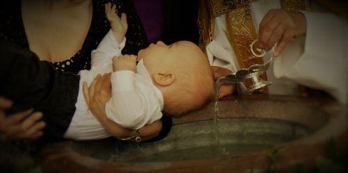 krikštas,krikšto šrifto,bažnyčia,religija,krikščionybė,Romos katalikų,dvasinis,krikštynos chalatas,katalikų,bažnyčios kambarys,vanduo,šventas vanduo,palaiminimas,pastorius,motina,godchild,krikštijamas asmuo,rankos,krikščionis,tikėjimas