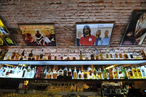 baras,alkoholis,buteliai,vakarėlis,baras,kokteilis,alkoholinis,klubas,likeris,rinkimas,siena,restoranas,skystas,degtinė,Martini,gin,vermutas,dvasia,likeris