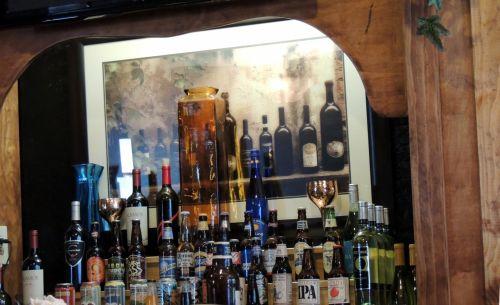 alkoholis, vynas, alus, butelis, likeris, baras, rodyti, baras atgal alkoholis