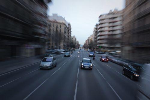 barcelona,priartinti,priartinti blur,kelias,miestas,turizmas,kelionė,Šalis,kapitalas,Kelionės tikslas,Europa,europietis,priartinimas,fotoaparatas,automobilis