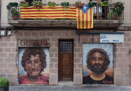 barcelona,grafiti,balkonas,namai,purkšti,menininkai,menas,siena,dažytos sienos,mūra,fasadas,pastatas,Ispanija,gatvės menas,Hauswand,dažytos dažytos,katalonija,fjeras