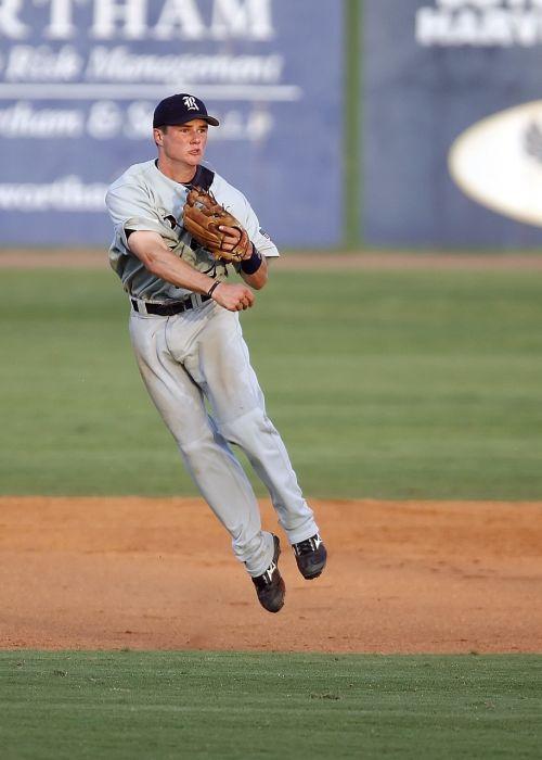 beisbolo žaidėjas,trumpas sustojimas,šuolis,mesti,laukas,žaisti,žaidėjas,Sportas,veiksmas,sportininkas,Atletiškas,kamuolys žaidėjas,beisbolas,Beisbolo kepurė,Beisbolo laukas,varzybos,žaidimas,pirštinės,skrybėlę,kolegija