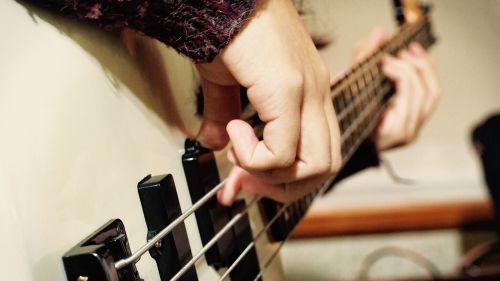 bosas,muzikantas,muzika,instrumentas,gyventi,spektaklis,grupė