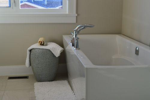 vonia,vonia,vonia,vonia,maudytis,namas,namai,kambarys,interjeras,dizainas,balta,šiuolaikiška,prabanga,dekoruoti