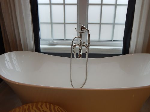 vonia,vonia,vonia,vonia,namai,balta,interjeras,prabanga,langas,higiena,šiuolaikiška,gyvenimo būdas,atsipalaidavimas,SPA,prabangus,čiaupas,Santechnika