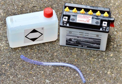 baterija,motociklo baterija,baterijos rūgštis,motorolerio baterija,užpildymas,muzika,dabartinis,12v,rūgštis
