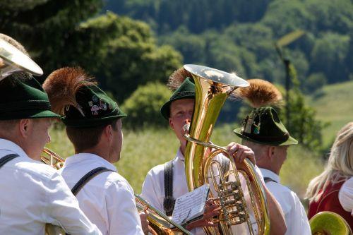 bavarija,muzika,koplyčia,tradicija,kostiumas,gamsbart,vėjo instrumentas,skrybėlę,Odinės kelnės,liaudies muzika,Vokietija,liaudies šventė,muitinės,pūstuvai