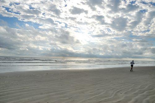 papludimys,asmuo,bėgiojimas,pratimas,florida,smėlis,vienas asmuo,vienas,dangus,debesys,ankstus rytas,tropinis klimatas,žmonės,atostogos,linksma,gyvenimo būdas,jūra,vandenynas,vanduo,kelionė,laisvalaikis,lauke,paplūdimio linksmas