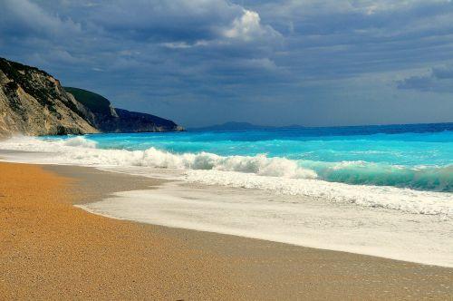 papludimys,smėlio paplūdimys gamta,banga,mėlynas vanduo,putos,Graikija