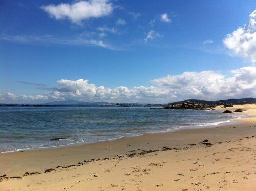 papludimys,ria,jūra,vasara,Galicia,debesys,saulė,smėlis,dumbliai,akmenys,mėlynas,dangus